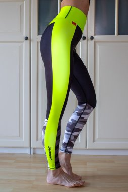 Luxury women's sports leggings with a high waist Camo Neon